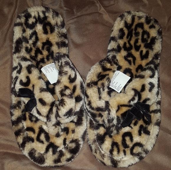 1b7b3162feb32 Leopard cheetah fuzzy flip flop slippers